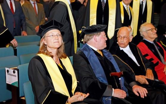 Sylvester Eijffinger en Dick van Wensveen (in het midden)