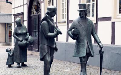 """""""Tuotten Travelling Traders"""" - standbeelden in Mettingen (Du)"""