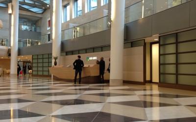 Hal van het hoofdkantoor van ABN Amro aan de Zuidas in Amsterdam
