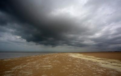 Donkere wolken boven de aandelenmarkten
