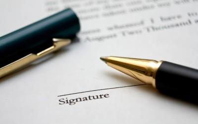 Handtekening onder arbeidscontract