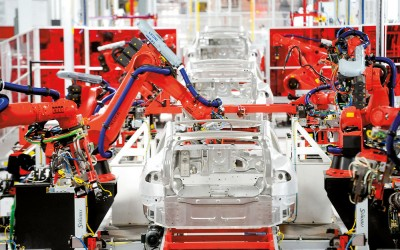 Robot-armen in Tesla-fabriek in Fremont, Californië